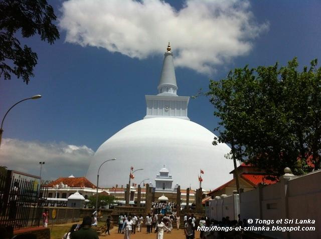 Anuradhapura dagoba2